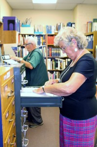 Roger Newman and Donna Potter Phillips taking advantage of Kittitas County GS's research library.